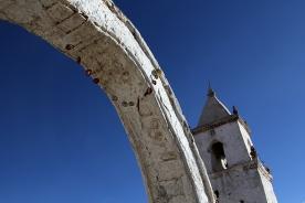 Guirnalda de frutos secos en la Iglesia de Isluga